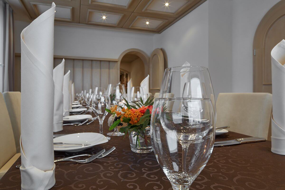 Edel gedeckter Tisch für Feste und Tagen - Hotel Konradshof