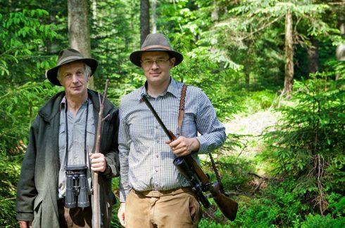 Jäger im Wald bereit zur Jagd - Hotel Konradshof