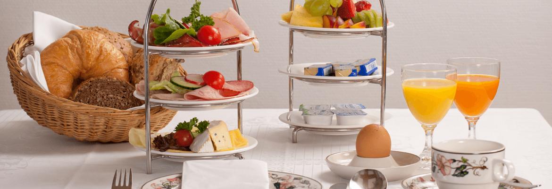 Reichhaltiges Frühstücksgedeck - Hotel Konradshof