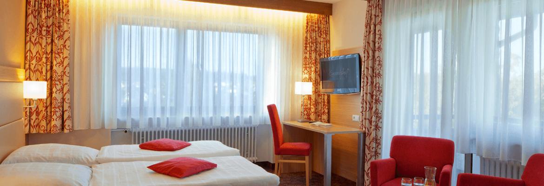 Komfortzimmer mit Doppelbett und TV - Hotel Konradshof