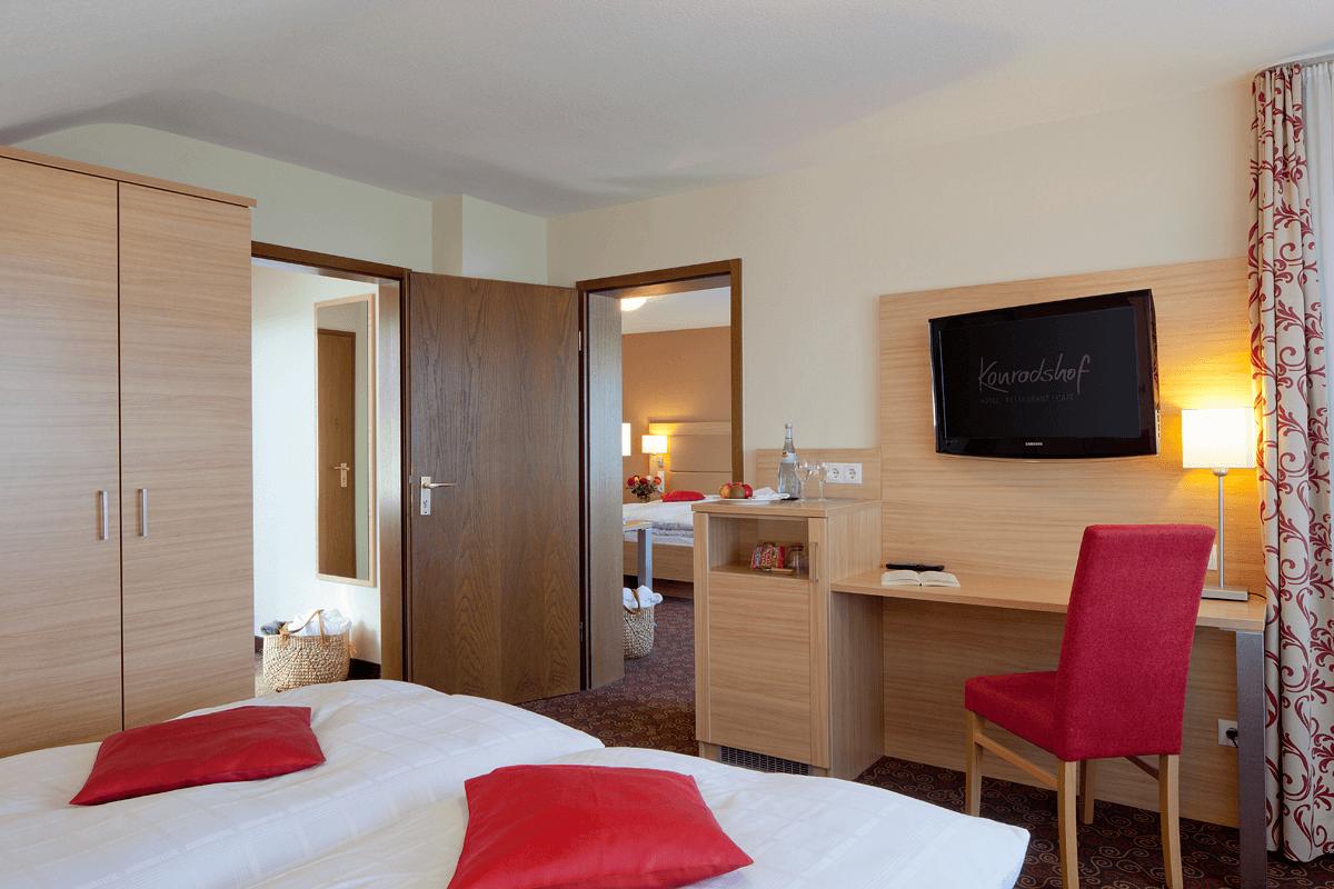 Geräumiges Familienzimmer mit Durchgangstür - Hotel Konradshof