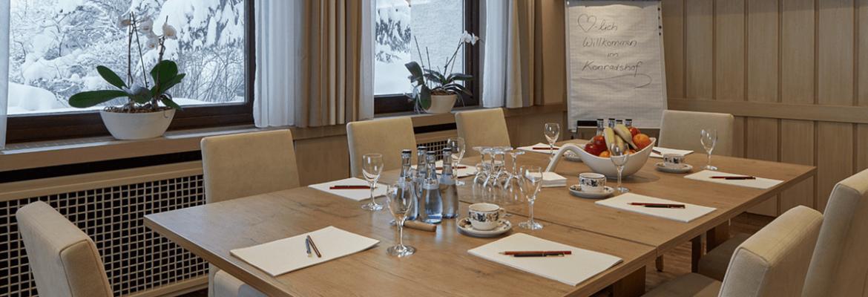 Freundlicher Tagungsraum mit schönem Ausblick - Hotel Konradshof