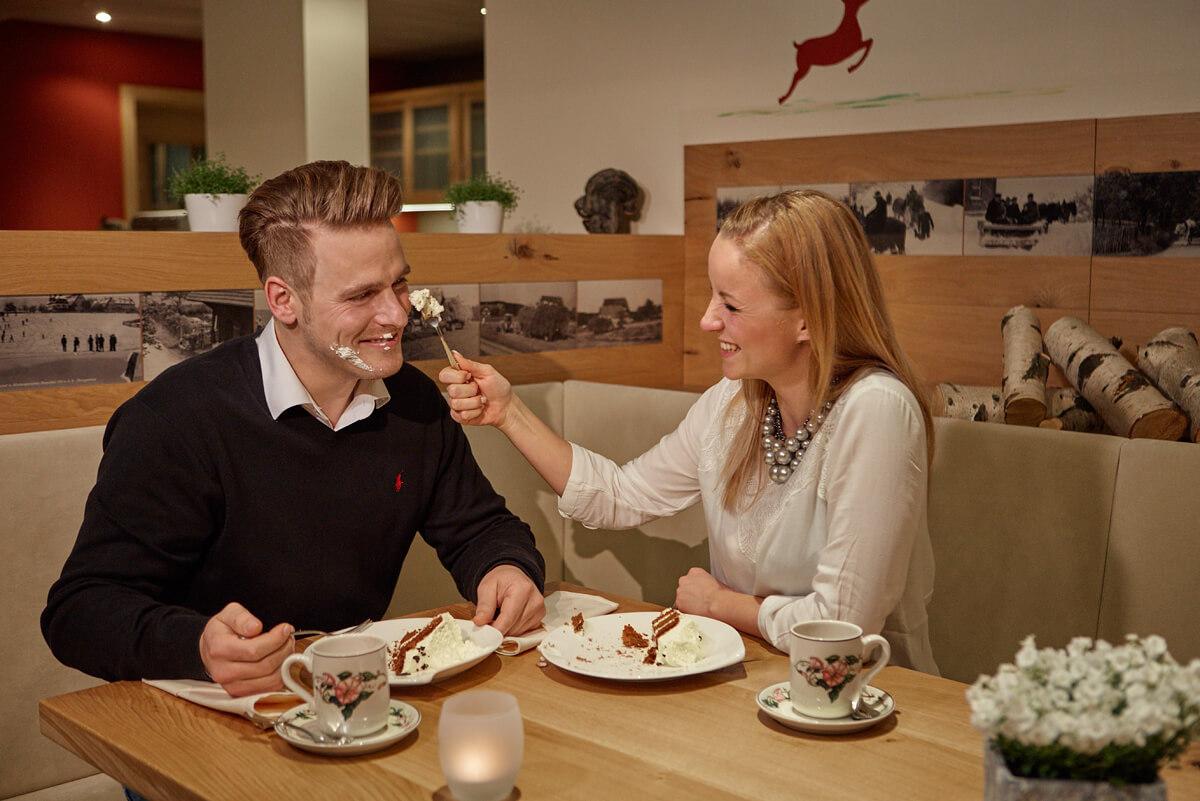 Spaß beim Kuchenessen - Hotel Konradshof